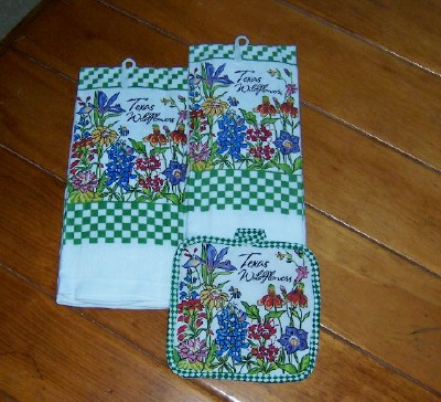 Texas Kitchen Dish Towels & Potholder - Texas Wildflowers